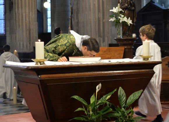 Le baiser de l'autel