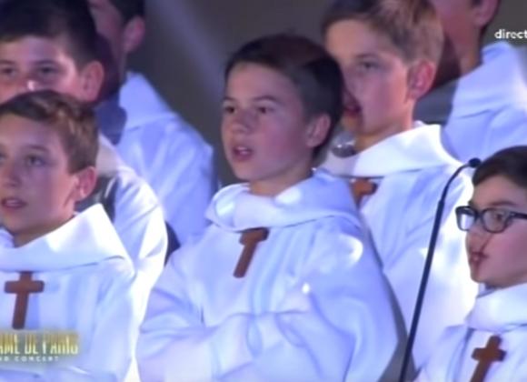 Les petits Chanteurs à la Croix de Bois chantent Oh Marie (Johny Hallyday), concert pour Notre-Dame de Paris